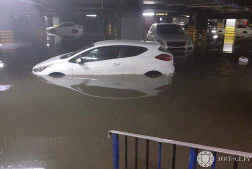 В жилом комплексе «Арт» концерна «Крост» затопило паркинг